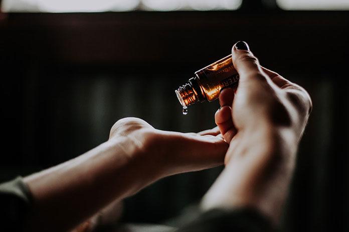 Oczyszczające olejki do twarzy – do jakiej skóry sprawdzą się najlepiej?