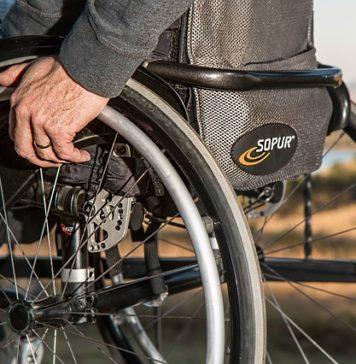 na wózku inwalidzkim