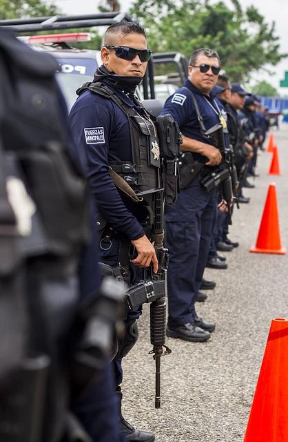 ile zarabiają policjanci