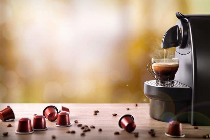 Poznaj 5 aspektów, na które warto zwrócić uwagę, wybierając ekspres do kawy na kapsułki