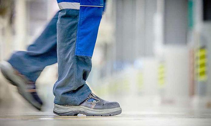 Buty ochronne dla pracownika magazynu