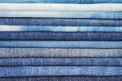 Spodnie-ikona. O historii dżinsów i ich roli w kulturze