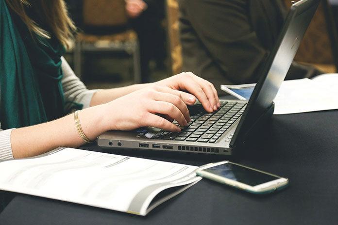 Jak wybrać szybki i bezpieczny internet domowy